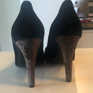Isaac Mizrahi Shoes - Brand new gorgeous velvet black and brown heels